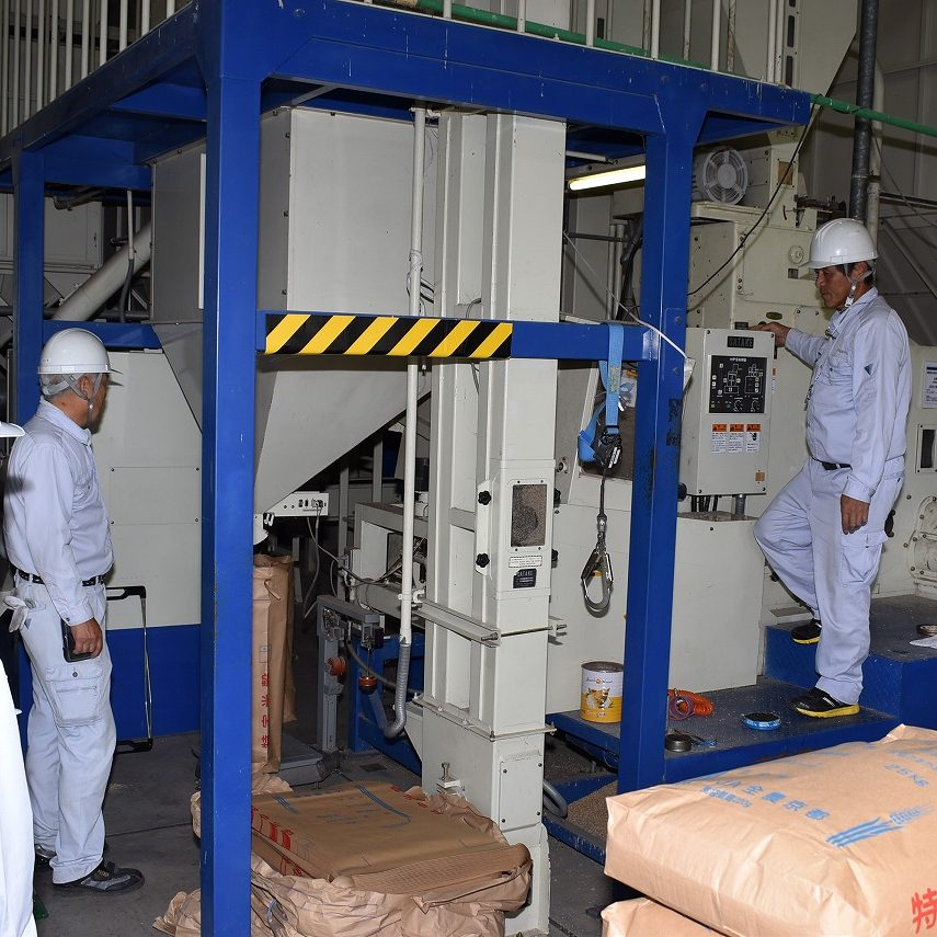 2018年産米早生品種の乾燥調製作業がピークを迎えています1