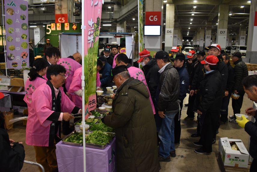 福岡市中央卸売市場で販売促進活動を行いました1
