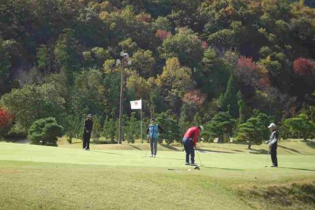 年金友の会ゴルフ大会で交流1