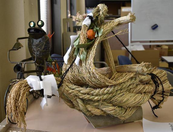 福を運ぶわら細工の宝船1